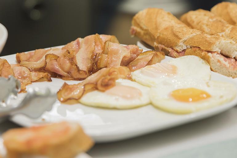 huevos fritos con beicon desayuno Zaragoza
