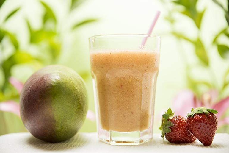 Smoothie y bebidas refrescantes fruta natural vegano y sin gluten Mango, Fresa y Melon. Zaragoza