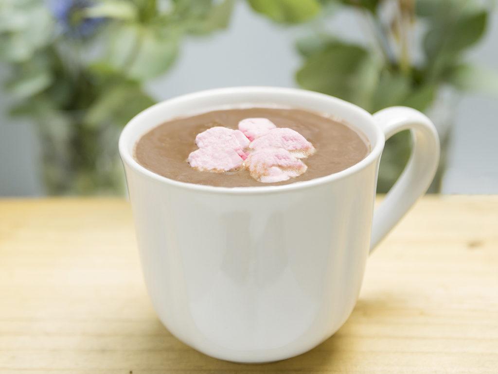 Chocolate caliente elaborado por nosotros con cacao ecológico y endulzado con azúcar de caña orgánico. Meriendas Zaragoza