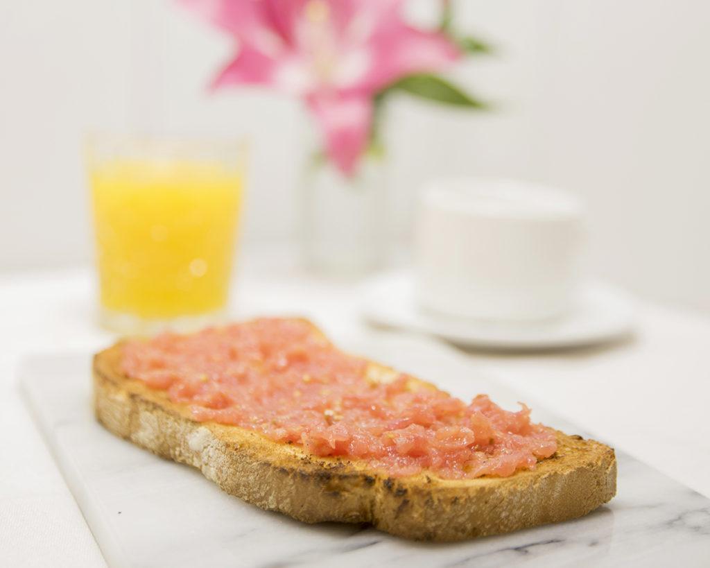 Un buen Desayuno en Zaragoza Mi HABITACION favorita natural tostadas con tomate.SIN GLUTEN