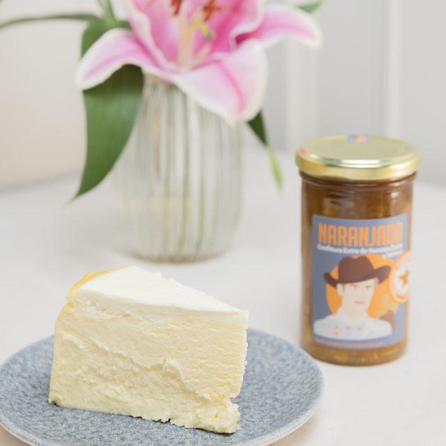 tarta de queso con bote de mermelada