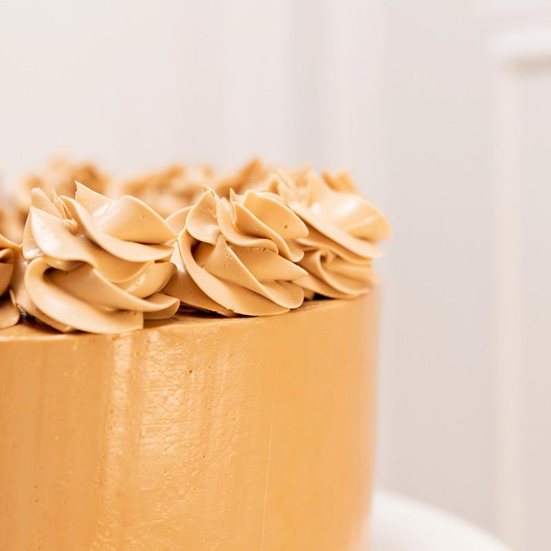 decoración manga pastelera tarta chocolate y cafe detalle