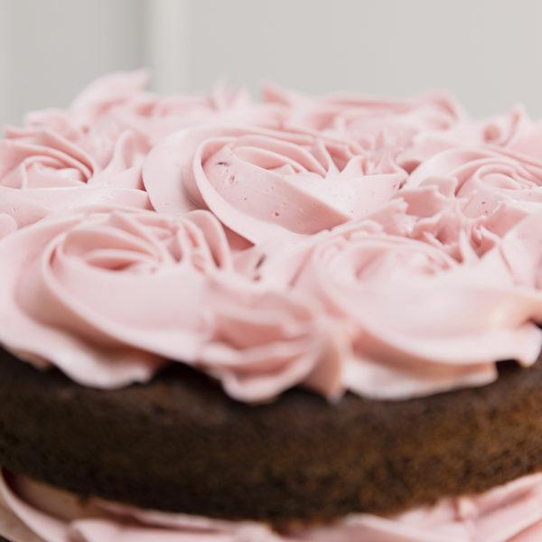 tarta de cumpleaños decorada rosas