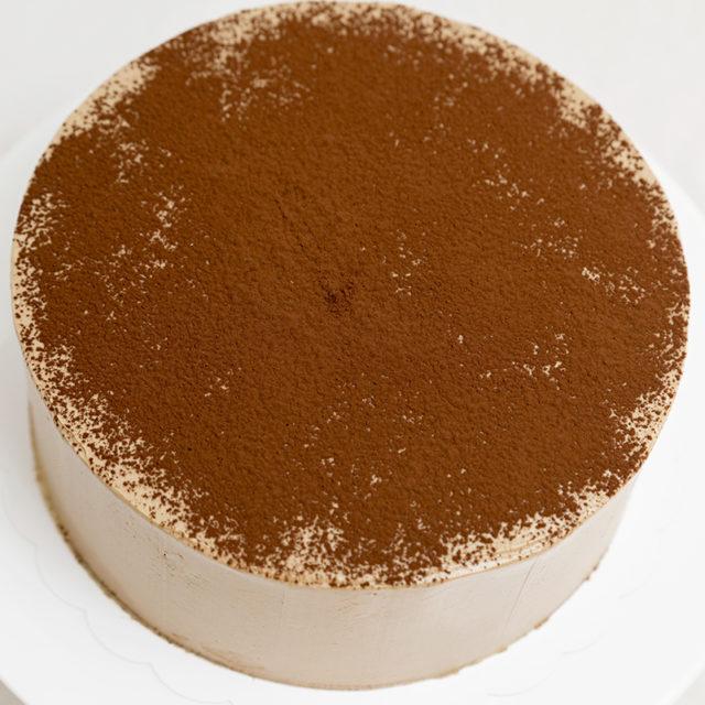 Tarta espolvoreada con chocolate