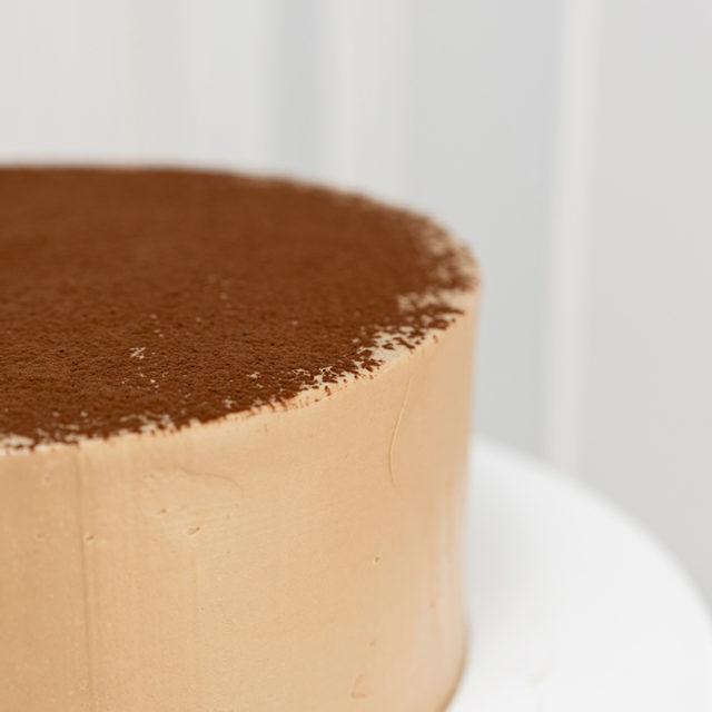 Tarta cubierta buttrecream suizo de chocolate con leche