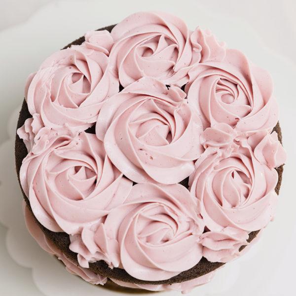 Tarta de cumpleaños con flores manga