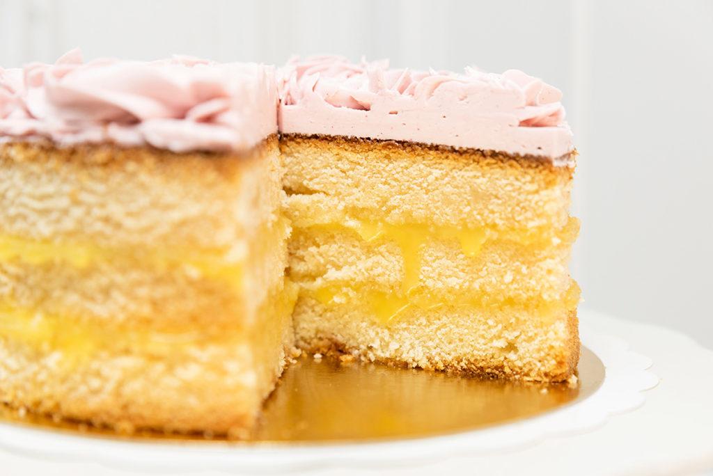 Tarta con curd de limón