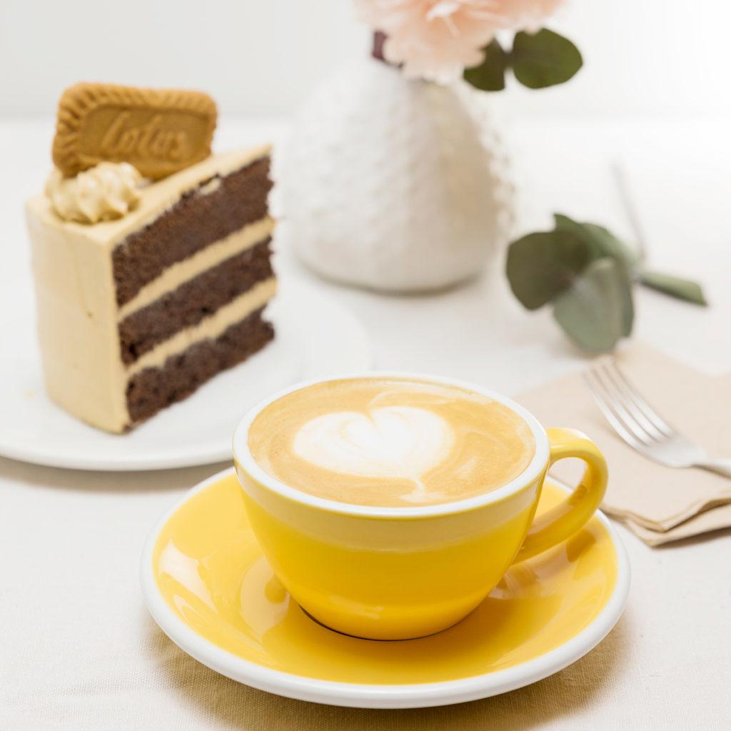 Menús de desayuno en Zaragoza Desayuno café con tarta