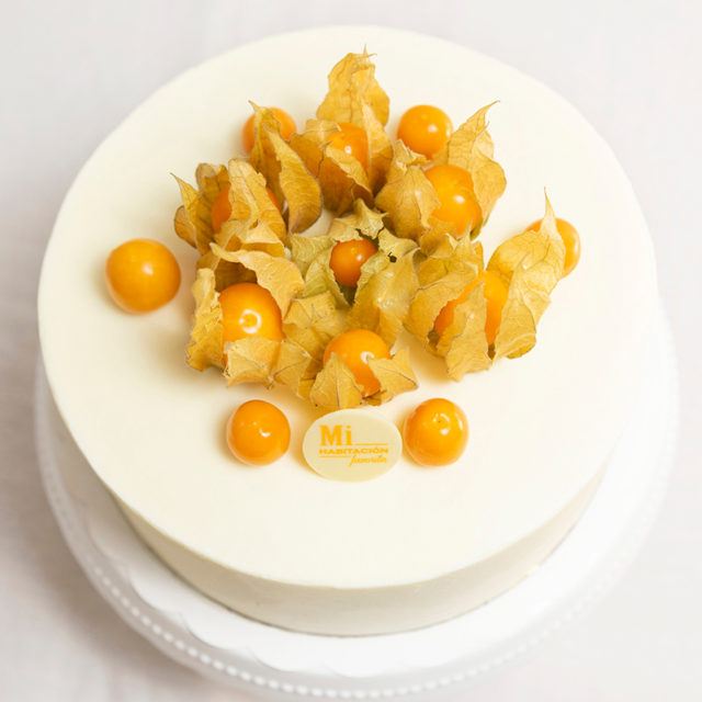tarta comunion blanca decorada physalis