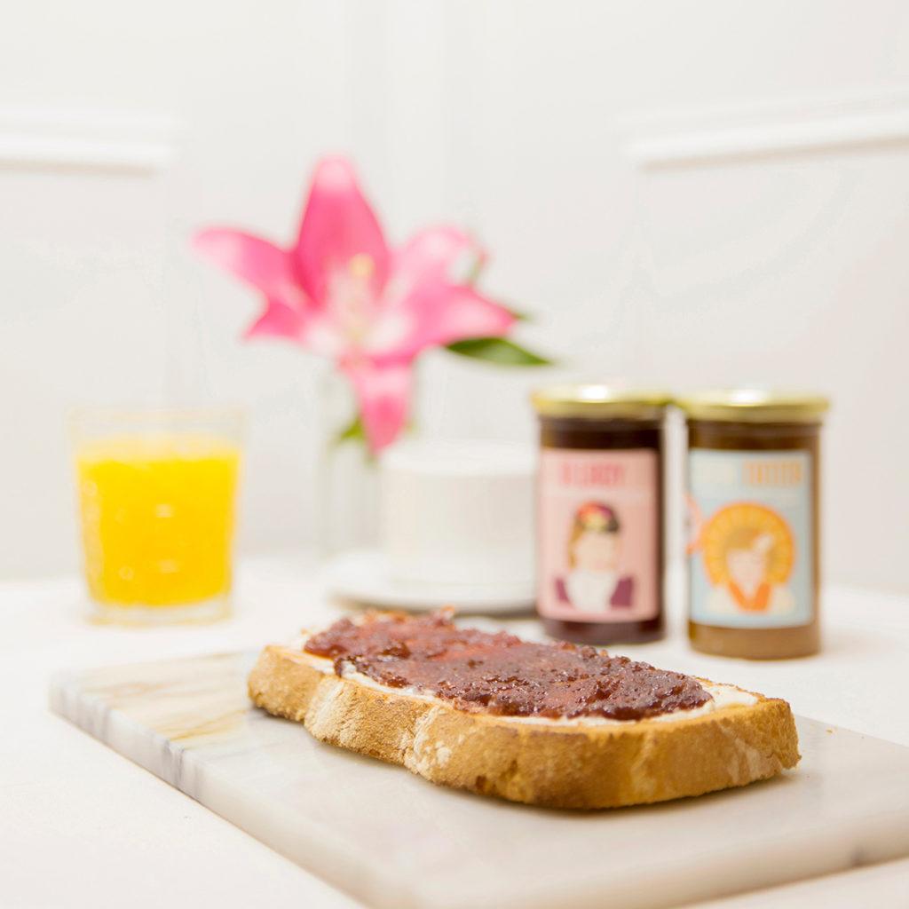 Desayuno con mermeladas