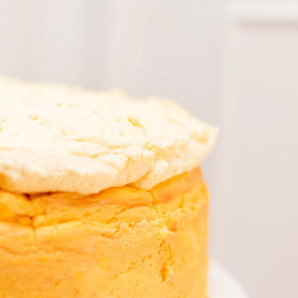 Tarta de queso de mango con chantilly